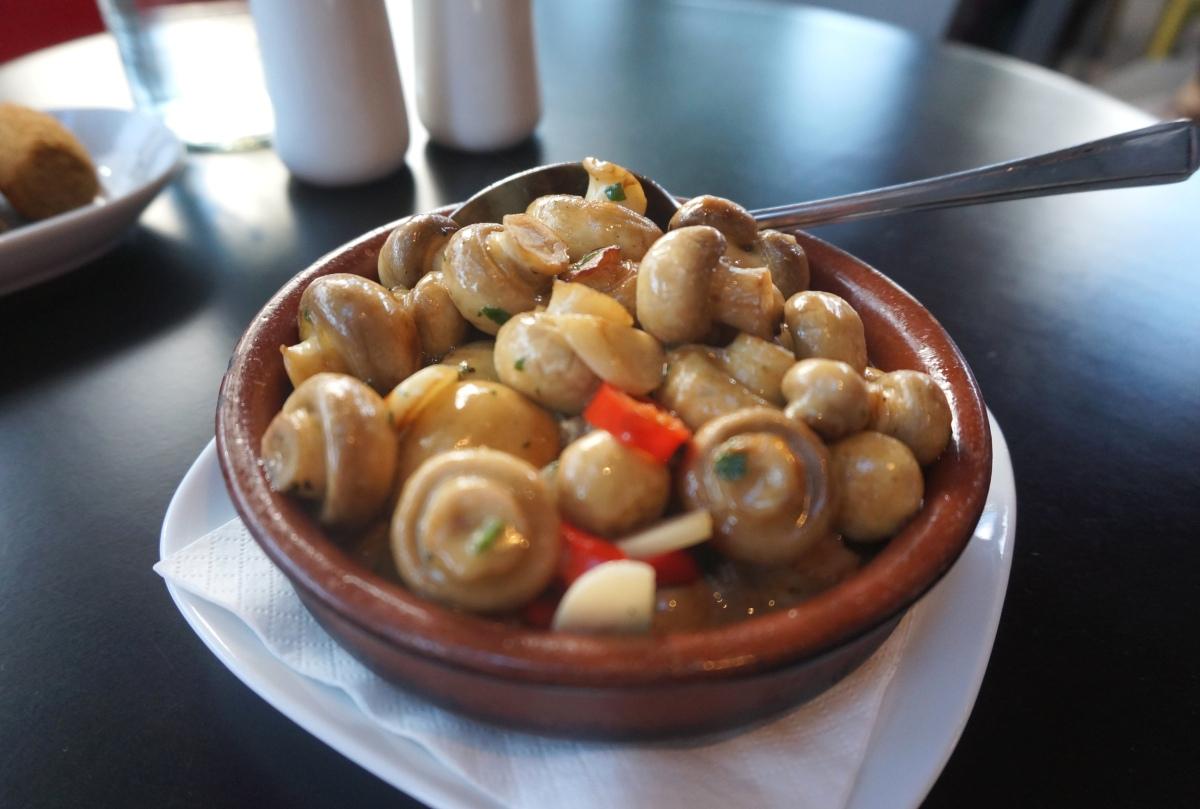 Mushrooms with garlic and chilli at La Mancha